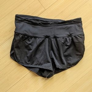 Lululemon Size 2 Run For Days Short Black Stripe